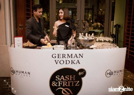 Sash & Fritz | Start in Thailand