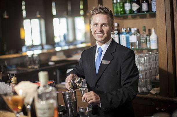barkeeper der besten hotels deutschlands in berlin gastschicht im ritz carlton gourmetwelten. Black Bedroom Furniture Sets. Home Design Ideas