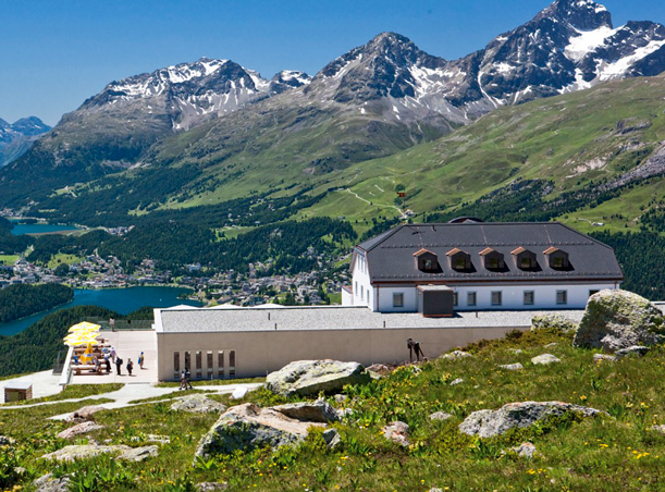 romantik hotel muottas muragl mountain dining in schweizer bergen. Black Bedroom Furniture Sets. Home Design Ideas