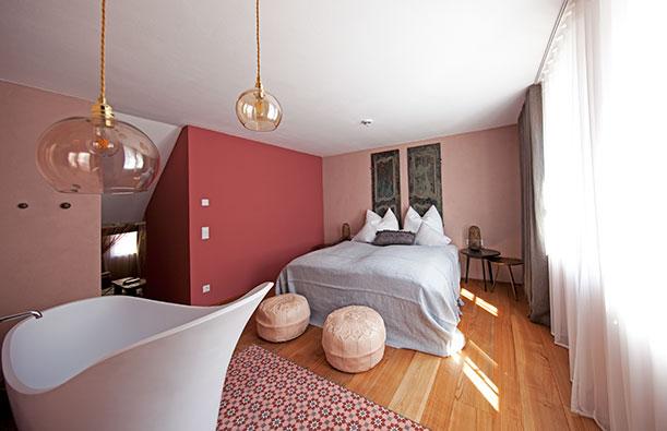 jessica schwarz cristiano ronaldo til schweiger warum stars zu hoteliers werden. Black Bedroom Furniture Sets. Home Design Ideas