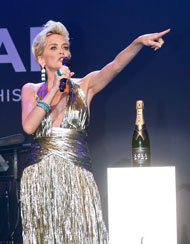 © GettyImages, amfARGalaCannes2014, SharonStone with Moët&Chandon Auction
