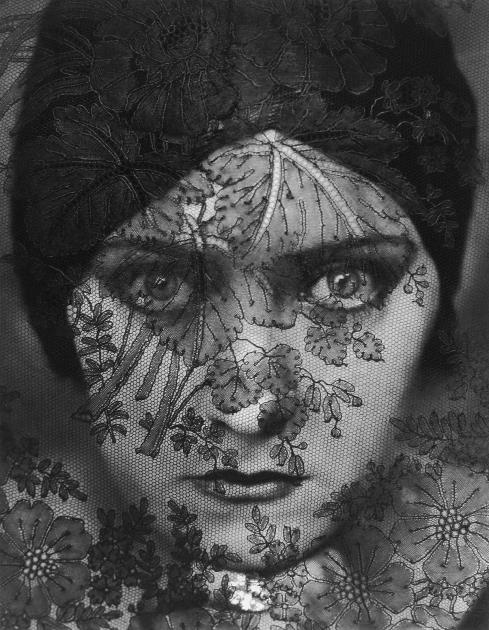 Fotos: Gloria Swanson © Edward Steichen, Condé Nast Collection, www.lumas.de/Anouk Aimée © Bert Stern, VOGUE Archive Collection, www.lumas.de