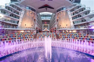 rci_aqua_theater, Foto Royal Caribbean International