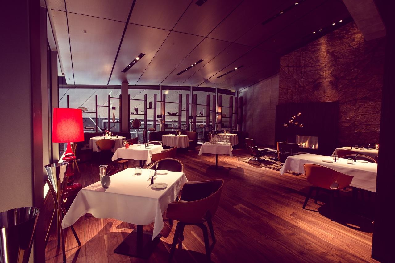 ... Dining Restaurant EssZimmer Von Käfer In Der BMW Welt Erwartet. Das  Ambiente Verbindet Kompetenz Mit Einer Gewissen Lässigkeit, Hochwertige  Materialien ...