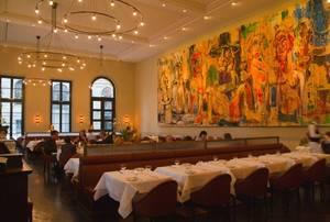 Berlin men im restaurant gendarmerie gourmetwelten for Raumgestaltung cafe