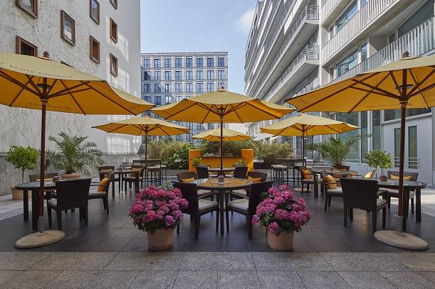 hotel regent berlin summer lounge orange gourmetwelten das genussportal. Black Bedroom Furniture Sets. Home Design Ideas